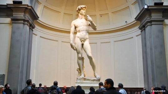 Давид в Галерее Академии